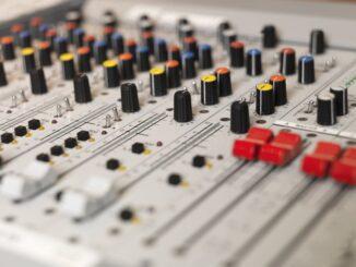 Lej lydudstyr til din fest da lyden er Meget vigtig - Det kan lejes billigt